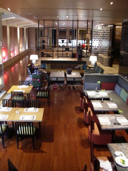 台北市城市商旅大廳用餐區全景.JPG
