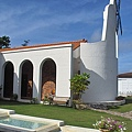 台東縣卑南鄉朗克徠爵的風車教堂庭院水池及風車5.jpg