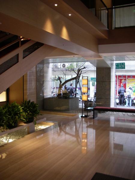 台北市城市商旅一樓玄關.JPG
