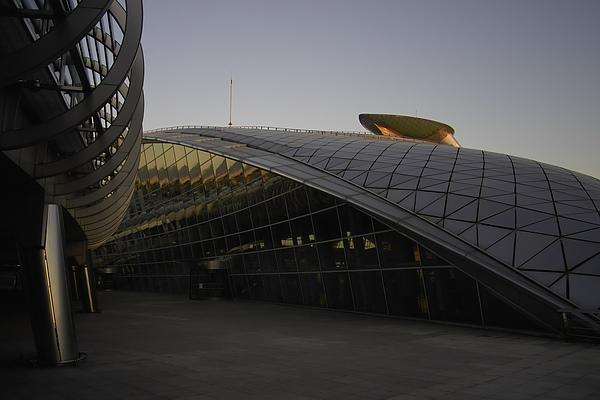 韓國仁川機場新建築漩渦.jpg