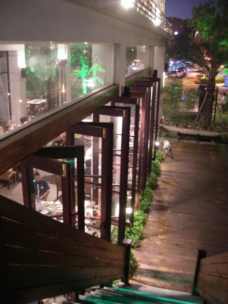 彰化市卦山月園餐廳一樓落地窗.JPG