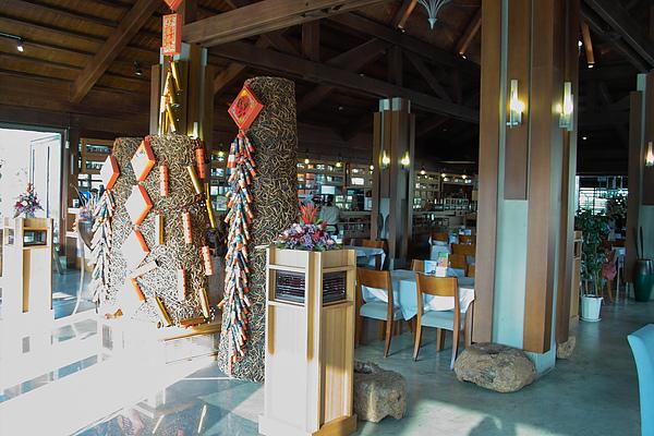 台中市花門餐廳主建築內裝.jpg