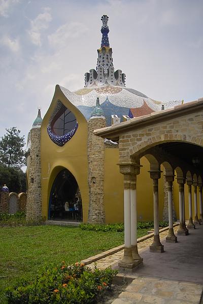 雲林縣斗六市摩爾花園塔與迴廊的關係.jpg