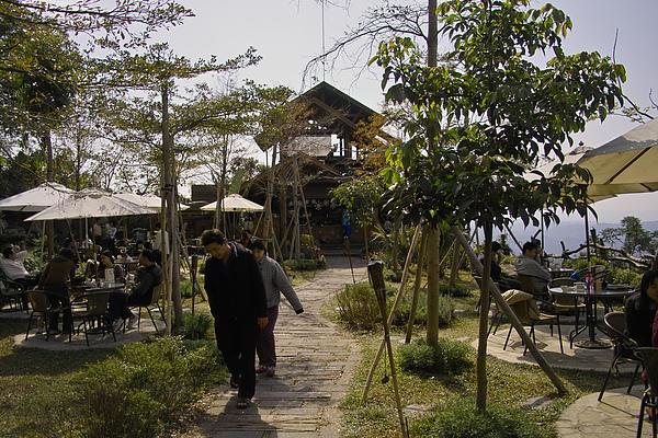 台中太平市月光森林餐廳入口小花園.jpg