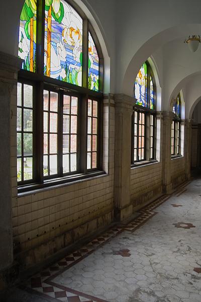 北投溫泉博物館浴池彩繪玻璃.jpg