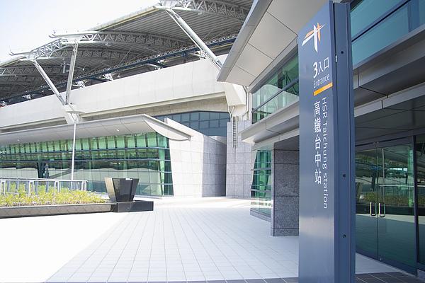 台中縣烏日鄉高鐵站3號入口特寫.jpg