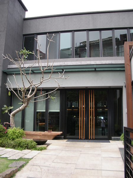 台北市加賀庭園食房大門入口.JPG