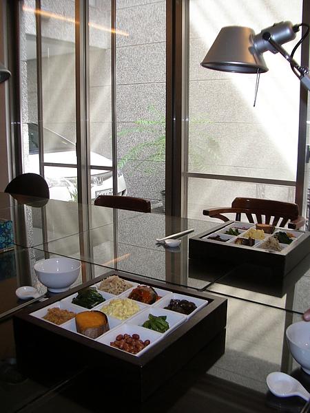 台東縣台東市少則得民宿一樓起居室及九宮格早餐2.JPG