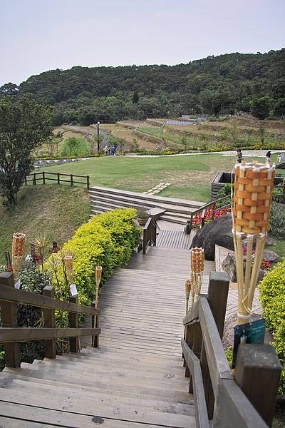 台北北投發現花園餐廳建築木梯.jpg