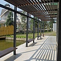 新竹縣峨嵋鄉二泉湖畔咖啡民宿切割的陽光2.jpg
