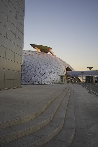 韓國仁川機場新建築數位丘陵.jpg