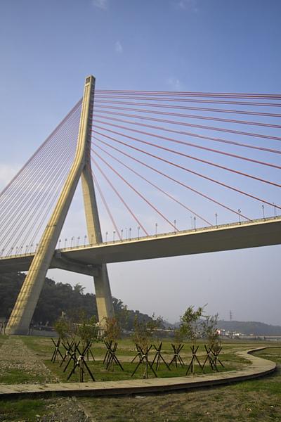 高屏溪斜張橋+木棧步道2.jpg