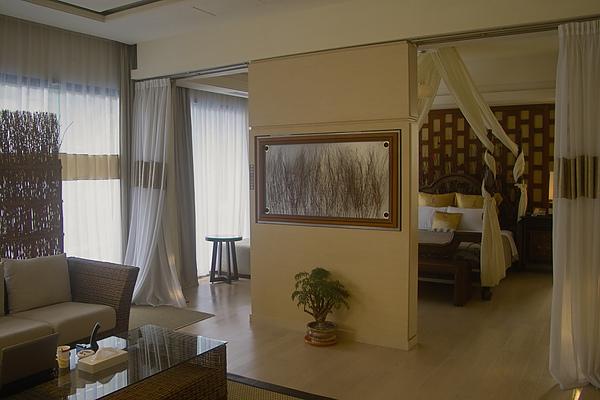 彰化縣紅樓精品旅館巴里島帝后120號房臥室方向.jpg