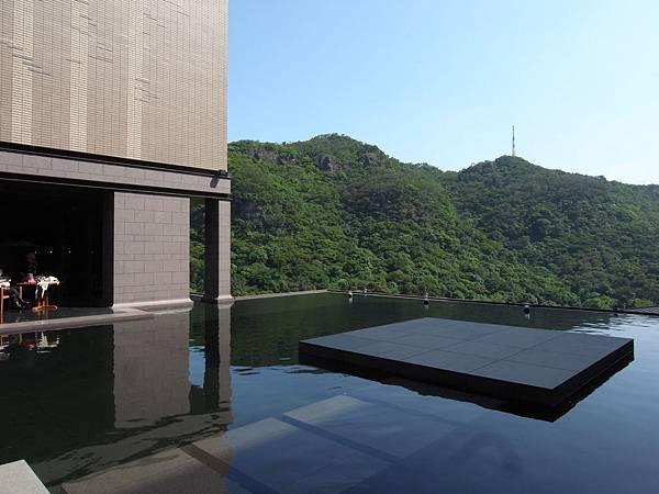 台北市北投麗禧溫泉酒店:外觀及空中水池 (1).JPG