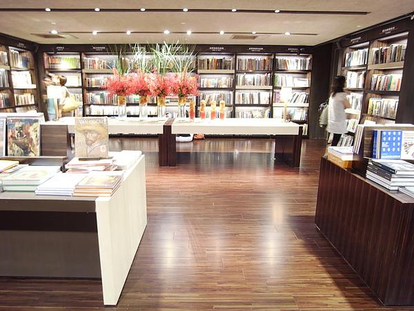 台北市誠品敦南店改裝後2F誠品書店總店2.JPG
