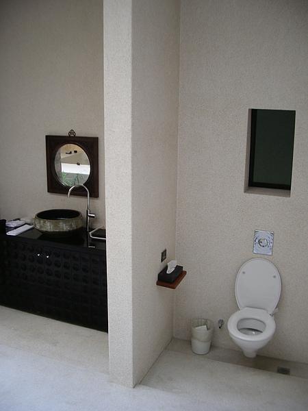 桃園市I DO頂級會館盥洗台&廁所.JPG