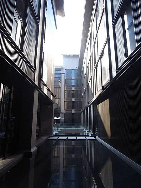 台北市北投麗禧溫泉酒店:外觀及空中水池 (25).JPG