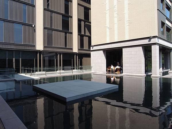 台北市北投麗禧溫泉酒店:外觀及空中水池 (9).JPG