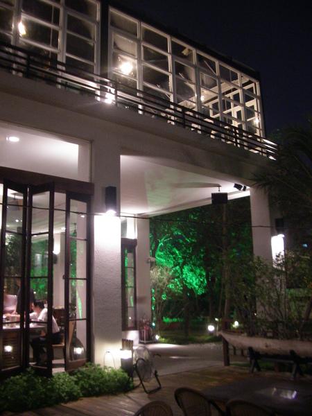 彰化市卦山月園餐廳一樓騎樓.JPG