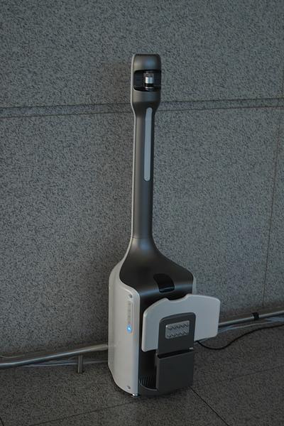 韓國仁川機場迎賓機器人充電器.jpg