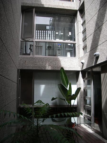 台東縣台東市少則得民宿一樓中庭全景.JPG