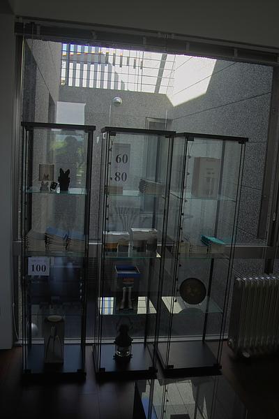台東縣台東市少則得民宿二樓起居室玻璃櫥櫃.jpg