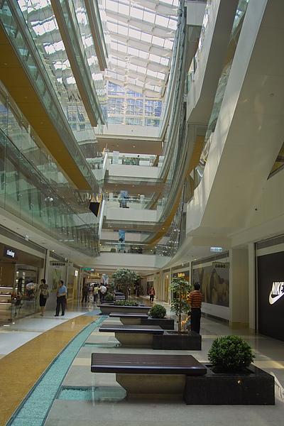 高雄市夢時代購物中心試營運Skylight底層區2.jpg