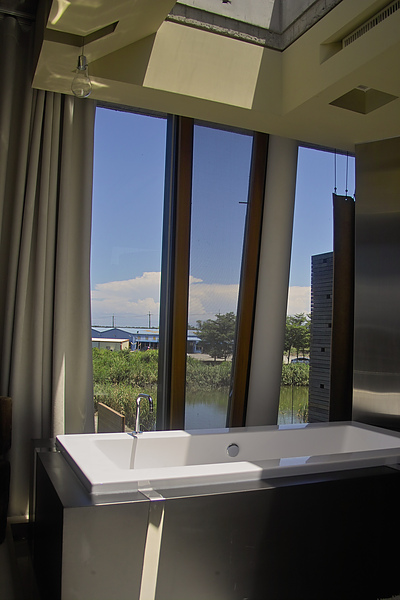 宜蘭縣五結鄉浮線發想之島浴缸窗景.jpg