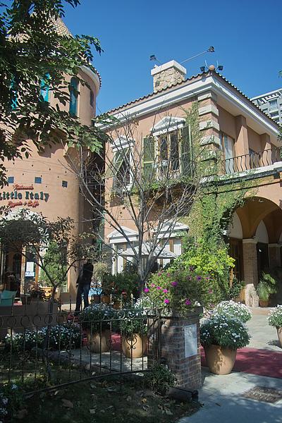 台中市小義大利莊園餐廳左翼.jpg