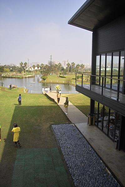 平鎮綠風草原餐廳+湖俯景.jpg