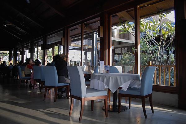 台中市花門餐廳主建築大窗.jpg