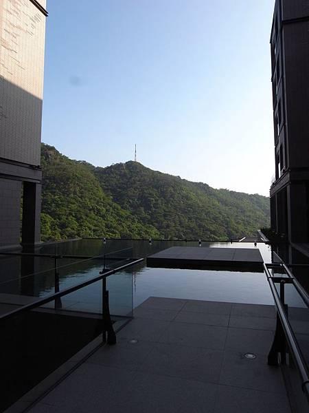 台北市北投麗禧溫泉酒店:外觀及空中水池 (23).JPG