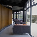 新竹縣尖石鄉數碼天空餐廳二樓室內座位.jpg