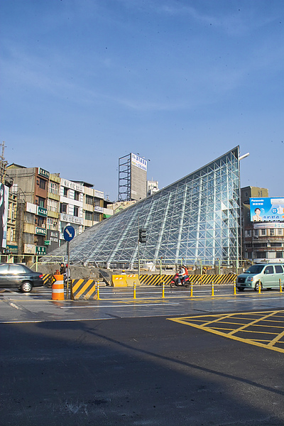 高雄市捷運美麗島站貝狀出入口.jpg
