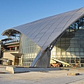 新竹高鐵車站弧形屋頂近景.jpg