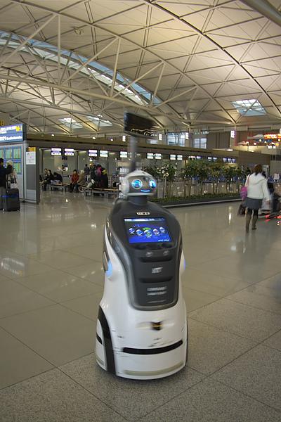 韓國仁川機場迎賓機器人.jpg