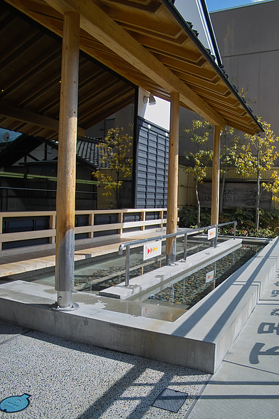 日本下呂市溫泉博物館足湯2.jpg