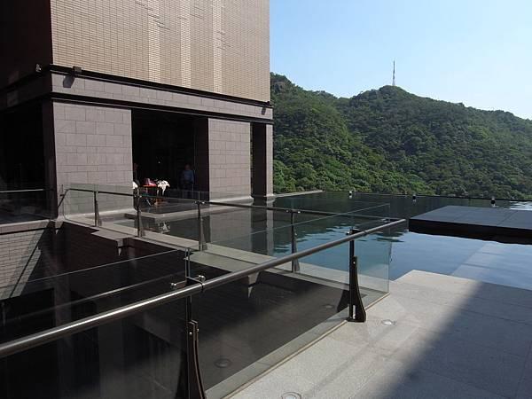 台北市北投麗禧溫泉酒店:外觀及空中水池 (2).JPG