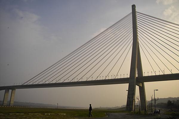高屏溪斜張橋全景2.jpg