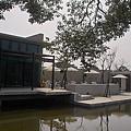 新竹縣峨嵋鄉二泉湖畔咖啡民宿群樹.jpg
