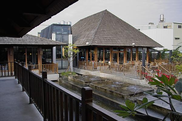 台中市花門餐廳噴水池.jpg