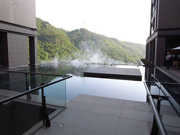 台北市北投麗禧溫泉酒店:外觀及空中水池 (24).JPG