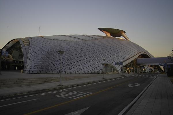 韓國仁川機場新建築號角.jpg
