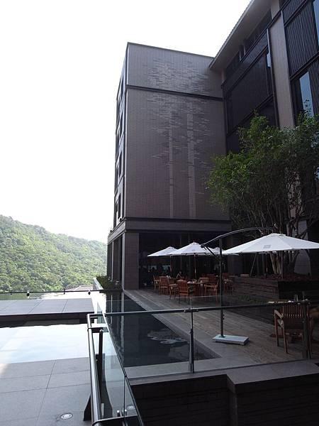 台北市北投麗禧溫泉酒店:外觀及空中水池 (5).JPG