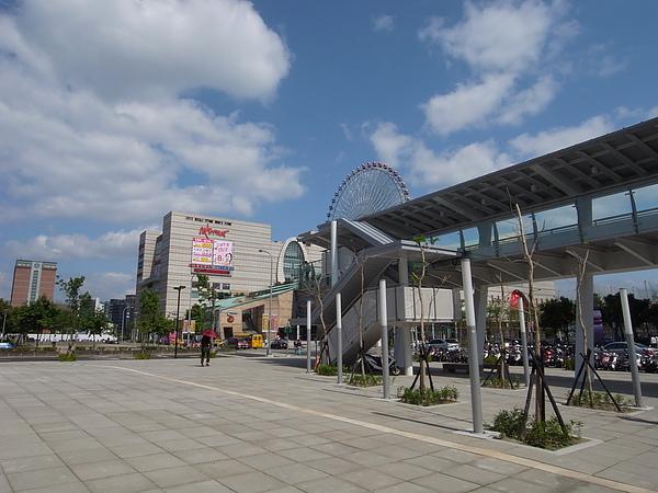 台北市捷運劍南路站 (19).JPG