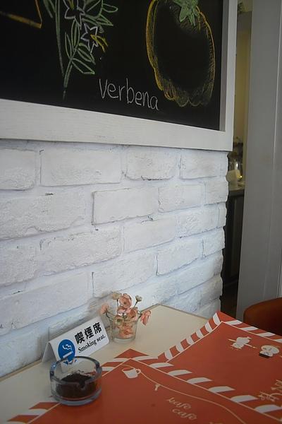 台北市Kafe Cafe牆面及桌面.jpg