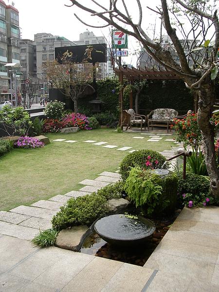 台北市加賀庭園食房庭院.JPG