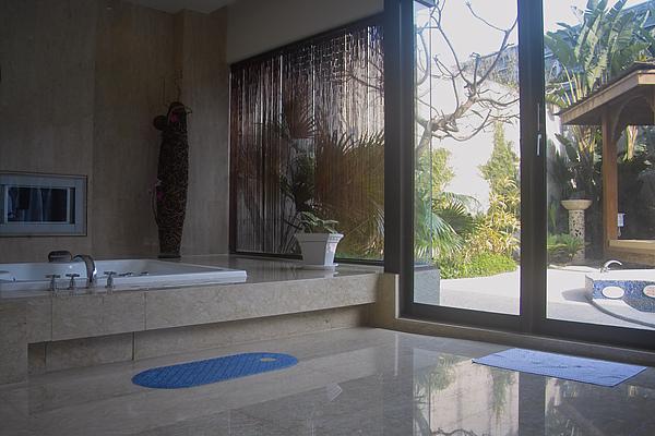 彰化縣紅樓精品旅館巴里島帝后120號房按摩浴缸.jpg
