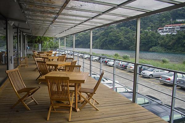 台北縣名流水岸慢食藝術館Lounge戶外座位區.jpg