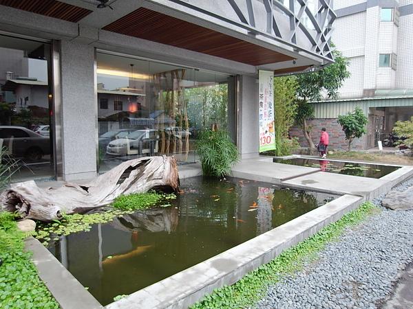南投縣草屯鎮人文自然七彩神仙魚主題餐廳 (2).JPG